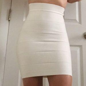 Bebe Off-White Skirt🗯